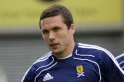 Rangers target Don Cowie has signed a two-year deal with English Championship side Wigan
