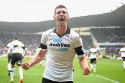 Ted McMinn is surprised Celtic or Rangers have not snapped up Derby's Craig Bryson who has recently signed a new deal