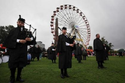 Pipers brave showers to stage spectacular show