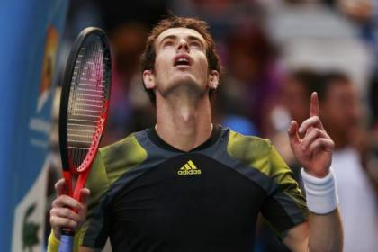 Andy Murray beat Gilles Simon in straight sets